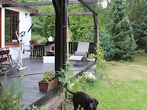 89M, dom letniskowy k.Warszawy - Średni taras rustykalny, styl rustykalny - zdjęcie od DZIURDZIAprojekt