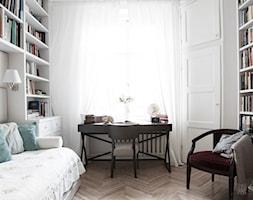 90m, Ochota, Wwa - Małe białe biuro domowe kącik do pracy w pokoju, styl eklektyczny - zdjęcie od DZIURDZIAprojekt