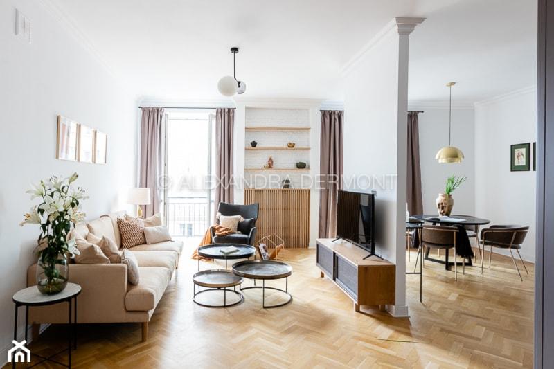 68 Piękna, - Średni biały salon z jadalnią z tarasem / balkonem, styl nowojorski - zdjęcie od DZIURDZIAprojekt
