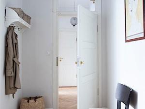 90m, Ochota, Wwa - Średni biały hol / przedpokój, styl vintage - zdjęcie od DZIURDZIAprojekt
