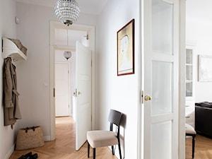 90m, Ochota, Wwa - Średni beżowy hol / przedpokój, styl rustykalny - zdjęcie od DZIURDZIAprojekt