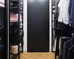 78, Praga północ - Średnia garderoba oddzielne pomieszczenie, styl vintage - zdjęcie od DZIURDZIAprojekt