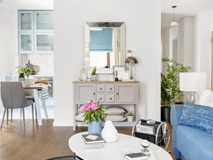 Powiśle, 76 m - Średni biały salon z kuchnią z jadalnią, styl prowansalski - zdjęcie od DZIURDZIAprojekt