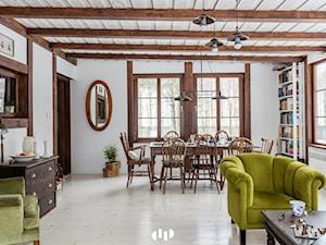89M, dom letniskowy k.Warszawy - Biały salon z jadalnią, styl prowansalski - zdjęcie od DZIURDZIAprojekt