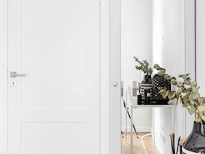Powiśle, 76 m - Mała biała sypialnia, styl prowansalski - zdjęcie od DZIURDZIAprojekt