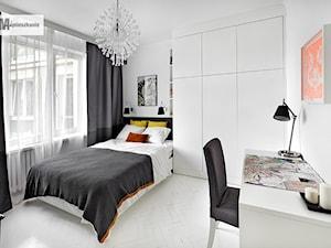 38 m, Plac Zbawiciela, Wwa - Średnia biała sypialnia dla gości małżeńska, styl skandynawski - zdjęcie od DZIURDZIAprojekt