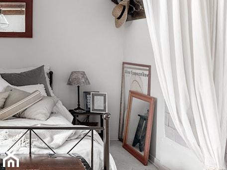 Aranżacje wnętrz - Sypialnia: Średnia szara sypialnia małżeńska, styl rustykalny - DZIURDZIAprojekt. Przeglądaj, dodawaj i zapisuj najlepsze zdjęcia, pomysły i inspiracje designerskie. W bazie mamy już prawie milion fotografii!