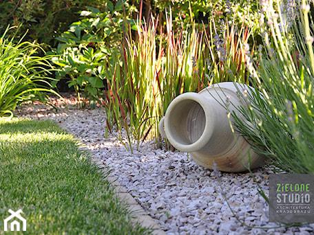 Aranżacje wnętrz - Ogród: Rzeźba w ogrodzie - Zielone Studio Architektura Krajobrazu. Przeglądaj, dodawaj i zapisuj najlepsze zdjęcia, pomysły i inspiracje designerskie. W bazie mamy już prawie milion fotografii!