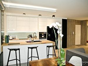 Dom - Średnia otwarta biała kuchnia dwurzędowa w aneksie, styl nowoczesny - zdjęcie od NATALIA GIERASIMCZUK - ARCHITEKT WNĘTRZ
