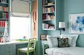 miętowe ściany, zielone krzesło, zielone łóżko, białe biurko