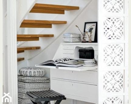 Aranżacje wnętrz - Schody: pomysłowe schody - Średnie wąskie schody jednobiegowe drewniane, styl tradycyjny - Urszula77 . Przeglądaj, dodawaj i zapisuj najlepsze zdjęcia, pomysły i inspiracje designerskie. W bazie mamy już prawie milion fotografii!