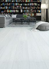 Jak wybrać podłogę pasującą do salonu z otwartą kuchnią?