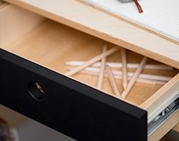 Kółko Krzyżyk, biurko czarne z kontenerkiem - zdjęcie od STABRAWA.PL - pozytywny design
