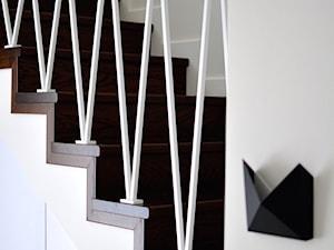 Projekt wnętrza domu jednorodzinnego w Niepołomicach koło Krakowa - Schody, styl minimalistyczny - zdjęcie od STABRAWA.PL - pozytywny design