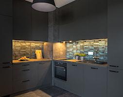 Ciemne meble kuchenne - zdjęcie od Gotowe Mieszkanie - Homebook