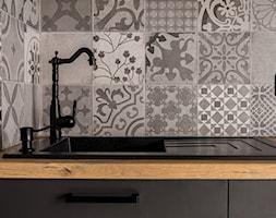 Kawalerka w loftowym stylu - Kuchnia, styl industrialny - zdjęcie od Gotowe Mieszkanie - Homebook