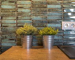 Stylowe płytki w pasie roboczym - zdjęcie od Gotowe Mieszkanie - Homebook