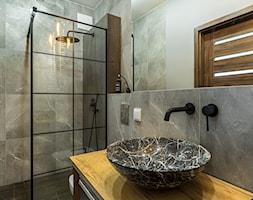 Kawalerka w loftowym stylu - Łazienka, styl industrialny - zdjęcie od Gotowe Mieszkanie - Homebook