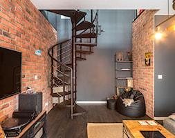 Kawalerka w loftowym stylu - Salon, styl industrialny - zdjęcie od Gotowe Mieszkanie - Homebook