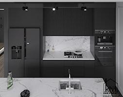 Projekt kuchni z frezowanymi frontami i wzorem marmuru - zdjęcie od Kivi Home - projektowanie wnętrz - Homebook