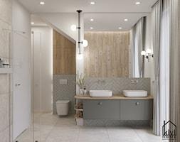 projekt średnej łazienki z oknem, na poddaszu, umywalka dwustanowiskowa, miska wc, prysznic, wanna - zdjęcie od Kivi Home - projektowanie wnętrz - Homebook