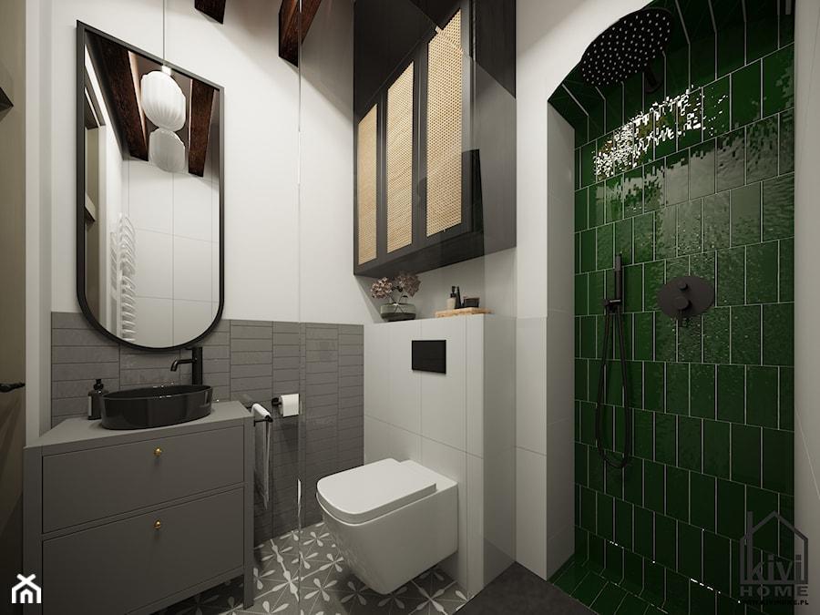 Mała łazienka z mocnym akcentem zielonych płytek - zdjęcie od Kivi Home - projektowanie wnętrz