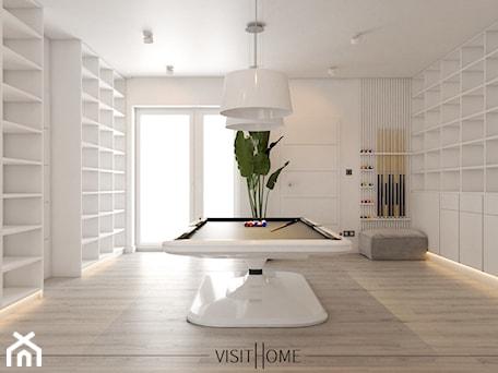 Aranżacje wnętrz - Hol / Przedpokój: Dom z antresolą - nowoczesny korytarz w kolorze czarno białym - VISIT HOME. Przeglądaj, dodawaj i zapisuj najlepsze zdjęcia, pomysły i inspiracje designerskie. W bazie mamy już prawie milion fotografii!