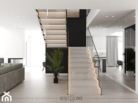 Aranżacje wnętrz - Schody: Dom z antresolą - nowoczesny korytarz w kolorze czarno białym - VISIT HOME. Przeglądaj, dodawaj i zapisuj najlepsze zdjęcia, pomysły i inspiracje designerskie. W bazie mamy już prawie milion fotografii!
