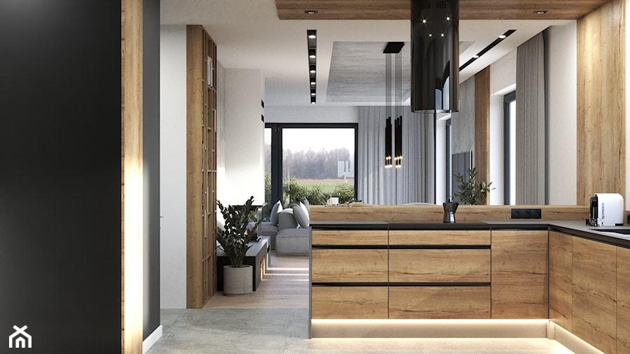 Aneks kuchenny w kolorze jasnego drewna i czerni z półwyspem, lamelami i hokerami - zdjęcie od VISIT HOME