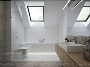 DOM Z DREWNEM I BETONEM - Średnia biała szara łazienka na poddaszu w domu jednorodzinnym z oknem, styl nowoczesny - zdjęcie od TK Architekci
