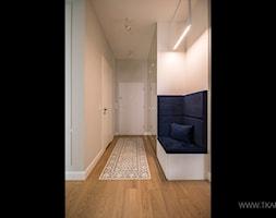 Mieszkanie 80m2 - Hol / przedpokój, styl nowoczesny - zdjęcie od TK Architekci - Homebook