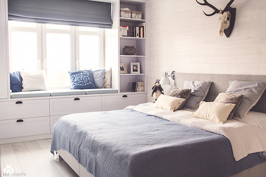 Gdynia stara kamienica - Średnia beżowa sypialnia małżeńska, styl skandynawski - zdjęcie od Meblościanka Studio