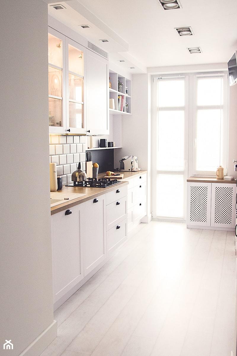 Gdynia stara kamienica - Średnia zamknięta biała kuchnia dwurzędowa, styl skandynawski - zdjęcie od Meblościanka Studio