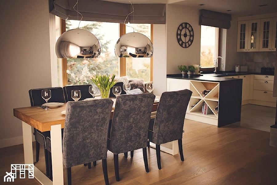 Gdynia Wzgórze Bernadowo - Średnia otwarta beżowa jadalnia w salonie - zdjęcie od Meblościanka Studio