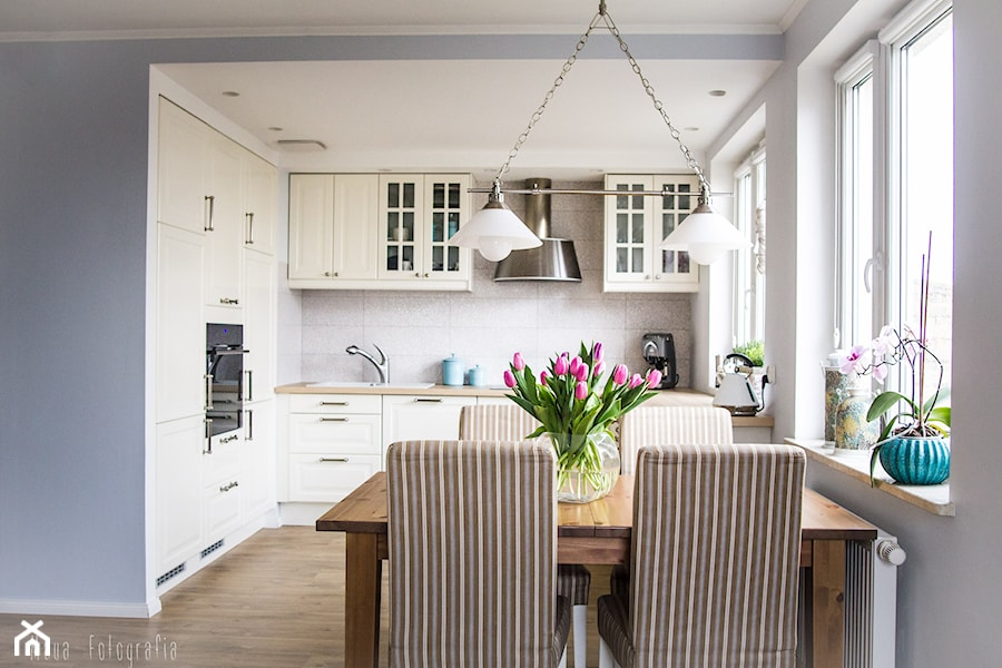 Aranżacja mieszkania 53m2  Mała otwarta jadalnia w kuchni   -> Kuchnia Otwarta Na Przedpokój