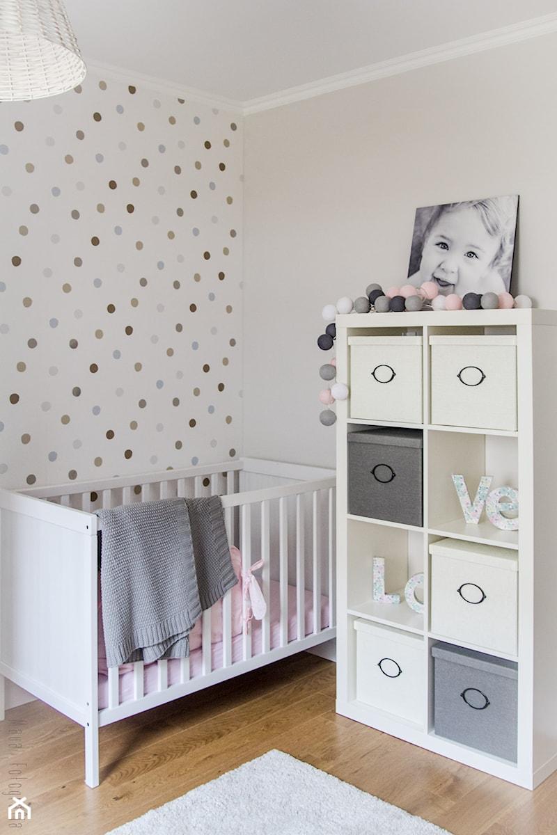Aranżacje wnętrz - Pokój dziecka: Metamorfoza mieszkania 80m2 - Średni beżowy kolorowy pokój dziecka dla chłopca dla dziewczynki dla niemowlaka - Meblościanka Studio. Przeglądaj, dodawaj i zapisuj najlepsze zdjęcia, pomysły i inspiracje designerskie. W bazie mamy już prawie milion fotografii!