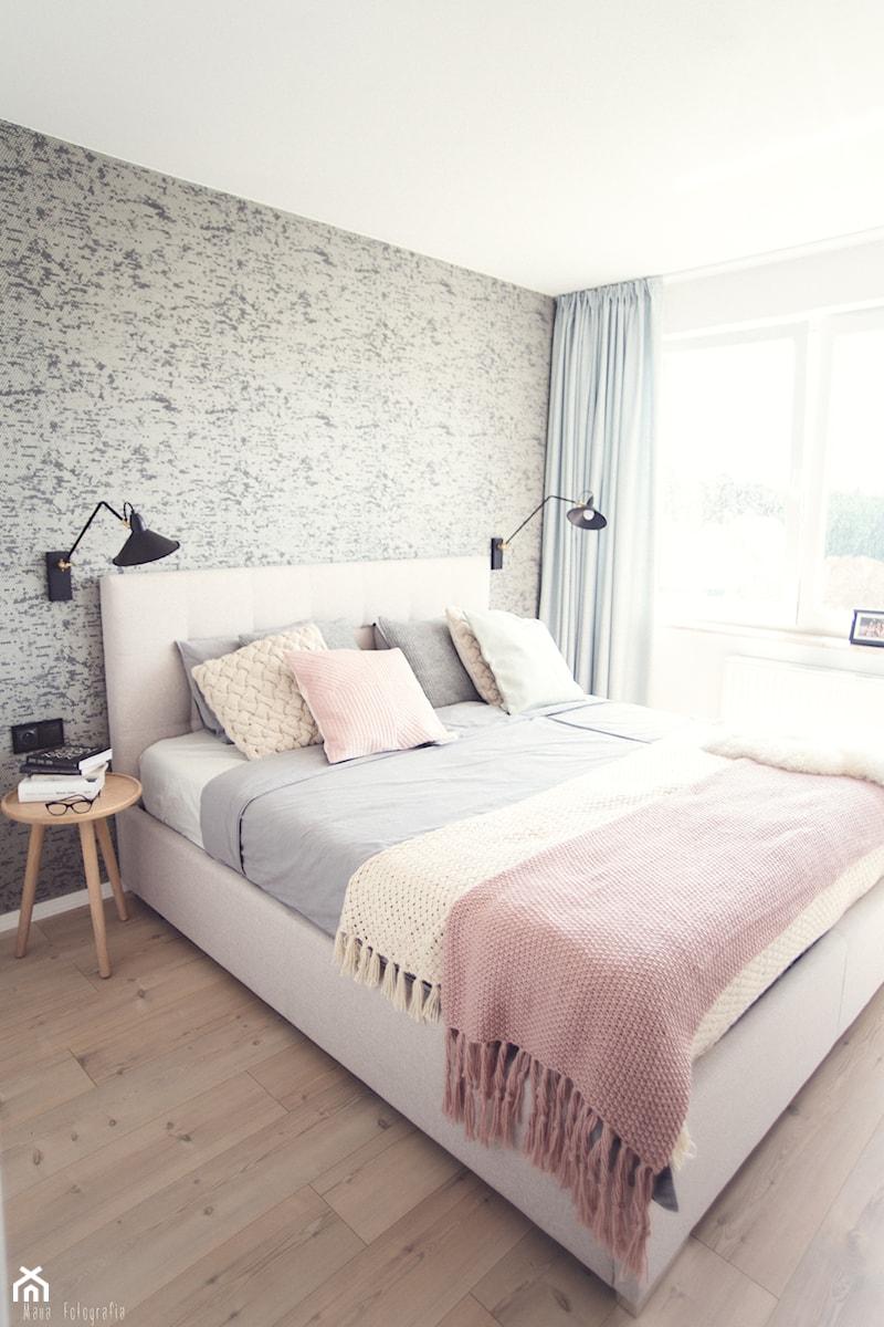 Gdynia Chwarzno - Średnia biała szara sypialnia małżeńska, styl skandynawski - zdjęcie od Meblościanka Studio