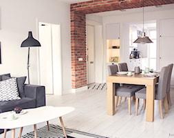 Gdynia stara kamienica - Mała otwarta jadalnia w salonie, styl skandynawski - zdjęcie od Meblościanka Studio
