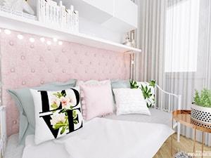 POKÓJ DZIECKA - dziewczynki / nastolatki - Mały szary różowy pokój dziecka dla dziewczynki dla malucha dla nastolatka, styl nowoczesny - zdjęcie od Projektantka ma PLAN