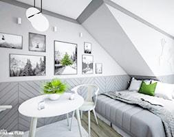 APARTAMENT GREY - ZAKOPANE na wynajem krótkoterminowy - Średnia biała szara sypialnia małżeńska na poddaszu, styl skandynawski - zdjęcie od Projektantka ma PLAN