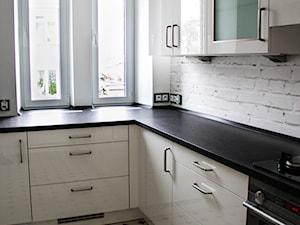 Apartament Art Deco - Średnia zamknięta biała kuchnia w kształcie litery l, styl art deco - zdjęcie od Royal Arts - urządzanie wnętrz antykami i sztuką