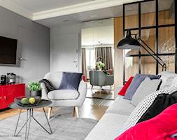 Mieszkanie z czerwonym akcentem - konkurs - Mały kolorowy salon, styl industrialny - zdjęcie od SAS Wnętrza i Kuchnie