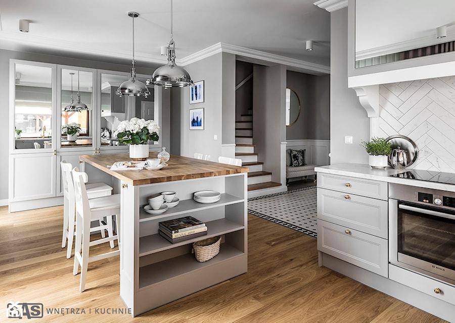 Dom Pod Poznaniem Duża Otwarta Szara Kuchnia W Kształcie