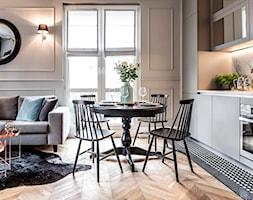 Mieszaknie w kamienicy - Mała otwarta jadalnia w kuchni, styl eklektyczny - zdjęcie od SAS Wnętrza i Kuchnie