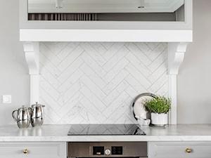 Dom pod Poznaniem - Mała zamknięta szara kuchnia jednorzędowa, styl nowojorski - zdjęcie od SAS Wnętrza i Kuchnie