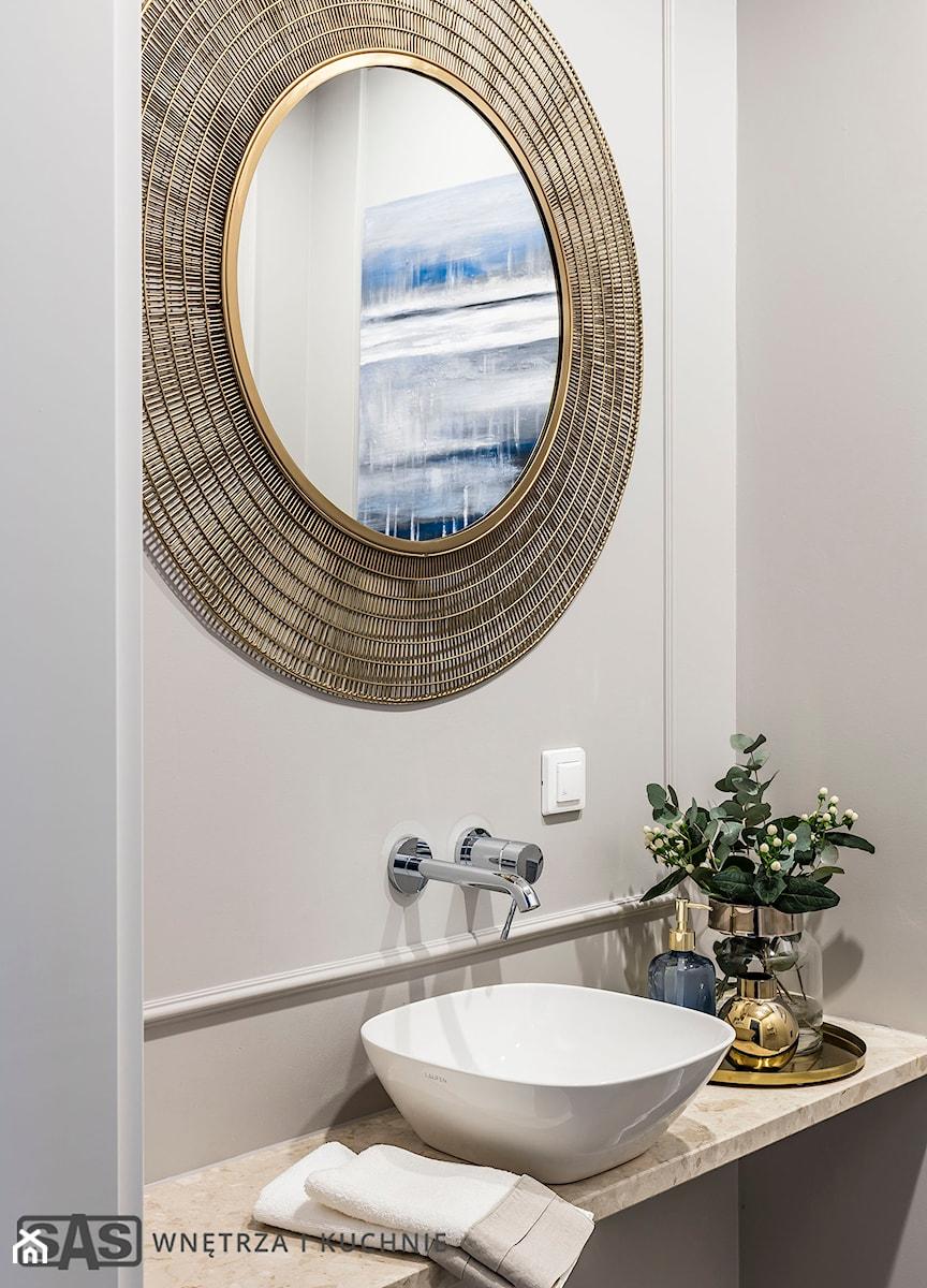 Dom pod Poznaniem - Szara łazienka w bloku w domu jednorodzinnym, styl nowojorski - zdjęcie od SAS Wnętrza i Kuchnie
