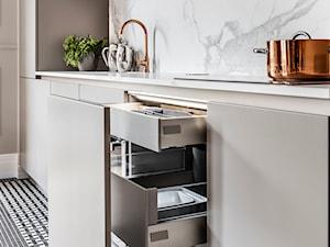 Mieszaknie w kamienicy - Mała otwarta kuchnia jednorzędowa, styl eklektyczny - zdjęcie od SAS Wnętrza i Kuchnie