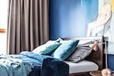 kobaltowa sypialnia