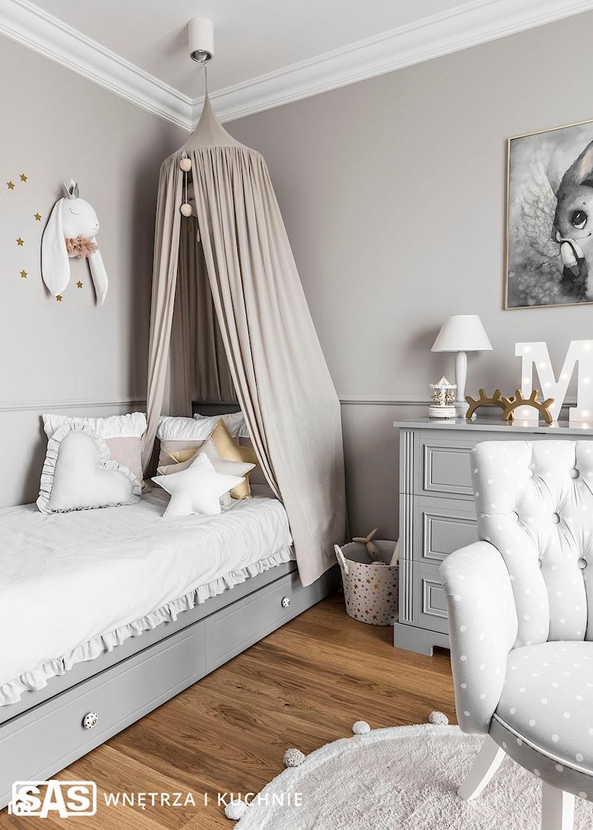 Dom pod Poznaniem - Mały szary pokój dziecka dla dziewczynki dla ucznia dla malucha dla nastolatka, styl nowojorski - zdjęcie od SAS Wnętrza i Kuchnie