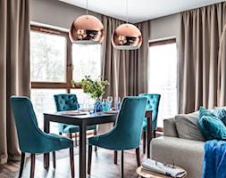 Nadmorski apartament - konkurs - Średnia otwarta szara jadalnia w salonie, styl nowoczesny - zdjęcie od SAS Wnętrza i Kuchnie